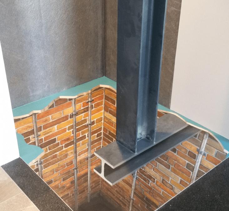 Aufzugschacht in Bäderstudio – Bodengestaltung